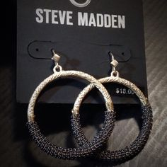 """Steve Madden Mixed Metal Hoops NWT Textured gold-tone hoops wrapped with gunmetal chain. The gold has a cross-hatch pattern on them and the gunmetal chain is fused in place so it doesn't move around the hoops. French earwires with diamond shape detail. Perfectly sized at 1½"""" diameter/drop so not too big for work and not too small for nightlife! NWT never worn. Comes with display card and rubber stoppers.  ᴾᴸᴱᴬˢᴱ ᶜᴴᴱᶜᴷ ᵀᴼᴾ ᴼᶠ ᶜᴸᴼˢᴱᵀ ᶠᴼᴿ ᴬᴺᵞ ˢᴬᴸᴱ ᴼᶠᶠᴱᴿˢ ᴮᴱᶠᴼᴿᴱ ᴾᵁᴿᶜᴴᴬˢᴵᴺᴳ Steve Madden Jewelry…"""