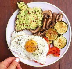 Quick healthy breakfast, healthy snacks, healthy recepies, breakfast re Healthy Recepies, Healthy Breakfast Recipes, Easy Healthy Recipes, Healthy Snacks, Easy Meals, Healthy Eating, Breakfast Ideas, Dinner Healthy, Healthy Drinks
