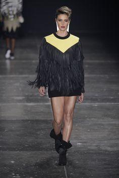 Juliana Jabour volta às suas origens na moda no inverno 2016 - Vogue | Desfiles