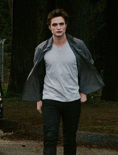 Edward Cullen, Twilight Saga, Robert Pattinson, Cool Things To Make, Twilight Photos, Stew, Fictional Characters, Outfits, Suits