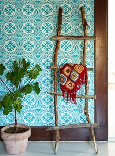 Verdadero y Sania Garden Inspiration, Color Inspiration, Beautiful Space, Beautiful Homes, Wallpaper Stencil, Granny Chic, Bohemian Decor, Boho Chic, Designers Guild