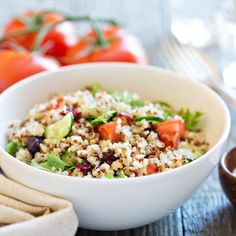 How do you cook quinoa? How do you make quinoa taste better? Here's the best way to make grain bowls, healthy breakfasts and fun salads. Dinner Recipes For Kids, Healthy Dinner Recipes, Kids Meals, Healthy Snacks, Healthy Eating, Healthy Carbs, How To Cook Quinoa, Best Vegetarian Protein, Food Dinners