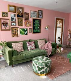Home Living Room, Apartment Living, Living Room Decor, Green Living Room Sofas, Green Living Rooms, Single Girl Apartment, Green Apartment, Colorful Apartment, Green Rooms