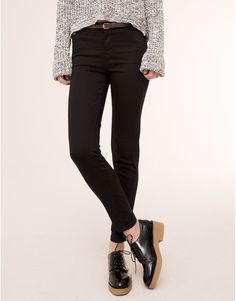 CHINOS WITH BELT BASICS - WOMAN PULL&BEAR Denmark