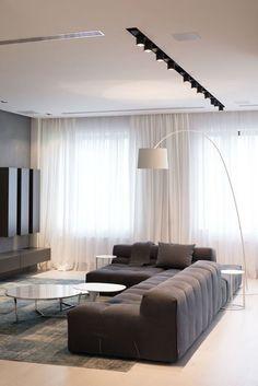 Modern, minimal, monochromatic living room//