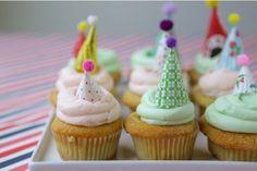 【簡単DIY】ひと手間でパーティーが盛り上がる! カップケーキにかぶせる超かわゆいミニハットの作り方
