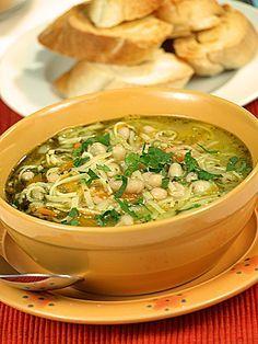 Zupa warzywna z pesto na sposób włoski My Favorite Food, Favorite Recipes, Soup Recipes, Healthy Recipes, Tasty Bites, Food Inspiration, Good Food, Food And Drink, Lunch