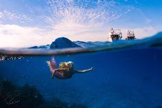 Danza Fotografía Submarina.  Entre el cielo y la porción profunda Vitaliy Sokol en 500px