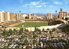 RT @HuelvaAntigua: La Plaza Houston un domingo de fútbol con el Colombino (antes Estadio Municipal) hasta la bandera #Huelva #Recre http ...