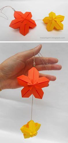 origami - móvil realizado con dos flores modulares plegadas en papel The flower is modular and is armed from 5 rectangles of paper. It is a variation of Poinsettia Floral Ball Meenakshi Mukerji. This kusudama model is authored by Meenakshi Mukerji and is published in the book Marvelous Modular origami.