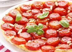 Tarte aux tomates cerises weight watchers, une tarte salée à base d'une pâte brisée légère au fromage blanc, elle est parfaite à servir en entrée.