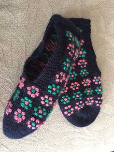 Binkelam'ın Kardeşi: Sıcacık Ayaklar İçin 60 Örgü Patik / Bebek Patiği Modeli Slippers, Socks, Baby, Youtube, Fashion, Shoes, Slipper, Shoes Sandals, Tejidos