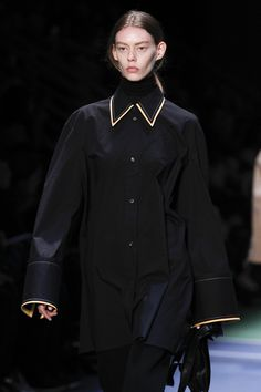 See the complete Céline Fall 2016 Ready-to-Wear collection.