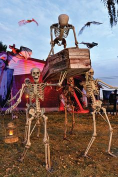 Our list of Halloween decoration ideas 2018 is new and easy to set up. Our easy and cheap Halloween decoration is easily available in the B&M Halloween Yard Displays, Halloween Skeleton Decorations, Halloween Graveyard, Creepy Halloween, Diy Halloween Decorations, Halloween House, Spooky Halloween, Halloween Cupcakes, Halloween Costumes