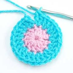 Free Crochet Tutorial: Invisible Beginning and Joining Rounds. Subscribe to the free Talking Crochet newsletter: www.AnniesNewsletters.com. Access this tutorial: http://www.crochetmagazine.com/printer.php?mode=articlearticle_id=960