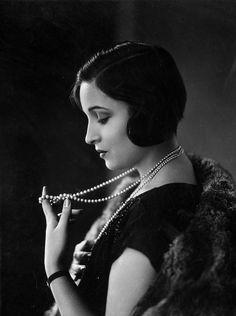 Alice Joyce in London, 1925