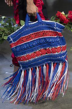 Prabal Gurung at New York Fashion Week Spring 2020 - Details Runway Photos # crochet fashion runway 2020 Prabal Gurung at New York Fashion Week Spring 2020 New York Fashion, Diy Fashion Accessories, Boho Bags, Prabal Gurung, Crochet Purses, Crochet Bags, Knitted Bags, Crochet Fashion, Handmade Bags