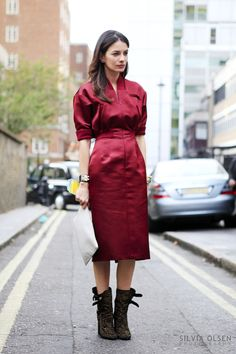 Leila Yavari in Jil Sander burgundy dress and Laurence Dacade Boots Cool Street Fashion, Love Fashion, Autumn Fashion, Womens Fashion, Leila Yavari, Dressing, Business Outfit, Vintage Inspired Dresses, Models