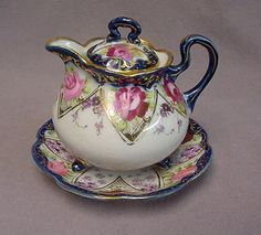 Would love to know more about this Teapot & matching Trivet. Antique China, Vintage China, Tea Cup Saucer, Tea Cups, Teapots Unique, Tea Pot Set, Teapots And Cups, Chocolate Pots, My Tea