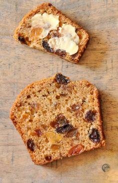 Bara Brith à la bière Le Bara Brith est le gâteau emblématique du pays de Galles, tout comme le Barm Brack est celui de l'Irlande. Il existe en deux versions : une plus ancienne à la levure de boulanger qui ressemble à un pain sucré aux raisins secs que l'on...