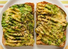 Boost your immune system with avocado toast: an easy and healthy breakfast full of vitamin Calorie Dense Foods, Avocado Health Benefits, Egg Recipes For Breakfast, Breakfast Hash, Vegetarian Recipes, Healthy Recipes, Clean Eating Dinner, Eating Habits, Avocado Toast