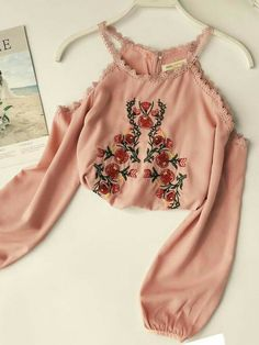 Off-the-Shoulder Embroidery Floral Ladies Blouse - Hübsche Klamotten - Fashion Outfits Girls Fashion Clothes, Teen Fashion Outfits, Mode Outfits, Girl Outfits, Fashion Dresses, Teenager Outfits, Maxi Dresses, Crop Top Outfits, Cute Casual Outfits
