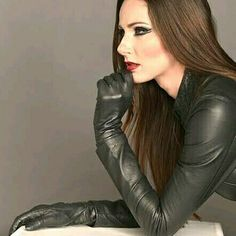 Sexy in a black Leather Top and matching Gloves Leather T Shirt, Black Leather Gloves, Leather Leggings, Elegant Gloves, Leder Outfits, Leather Dresses, Portraits, Leather Fashion, Beautiful