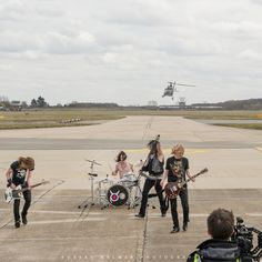Knock out Kaine Rockin' Robin Hood airport...Pic by bob Balmer