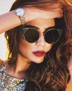 Quem já colocou o lançamento da #Fendi na lista de desejos?! ❤️ Estamos apaixonadas pelo modelo #Lei  Com a armação plana e ultra-fina ❤️ #envyotica #fendilei  @humaimamalick na foto de @adnanqazi
