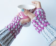 Puff Stitch Wrist Warmers  •  Free tutorial with pictures on how to make an armwarmer in under 120 minutes
