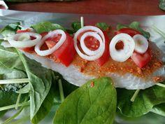 Pangasiuspakketjes met tomatenpesto en spinazie uit de oven