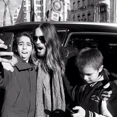 Jared Leto.- I love this. Selfie with a couple french kids. #paris (via http://instagram.com/p/lZtHVKzBay/