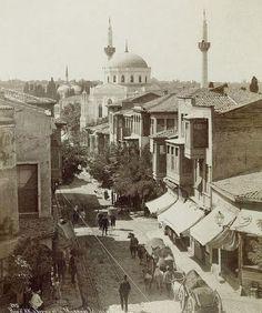 Tam 42 yıl önce çekildi... BBC tozlu raflardan çıkarttı köşede pertevniyal valide sultan camii Unkapanı tarafından Aksaraya geliiş