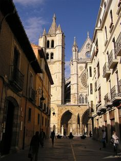 Old Quarter and Cathedral of Leon - Camino de Santiago Tour from Bilbao Independently Walking with support of a Chauffeur