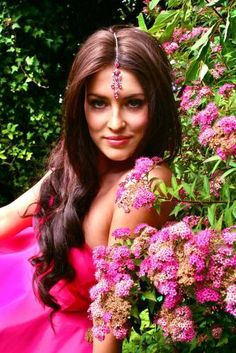 beautiful bindi