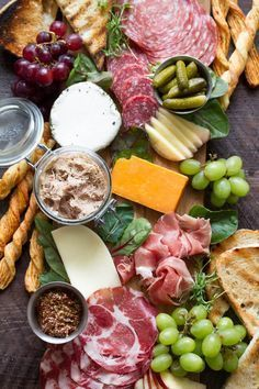 You'll want to host an appetizer party just so you have an excuse to set out one of these pretty cheese platters and charcuterie spreads that /sarahecrowder/ is drooling over! Plateau Charcuterie, Charcuterie Spread, Charcuterie Plate, Charcuterie And Cheese Board, Cheese Boards, Antipasto Platter, Charcuterie Ideas, Snacks Für Party, Appetizers For Party