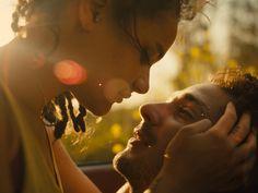 Liebe mit Hindernissen: Star (Sasha Lane) und Jake (Shia LaBeouf). (Foto: Universal Pictures). Wenn die Mainstream-Filmlandschaft weitgehend geprägt ist von seelen- und fantasielosen Comic-Filmchen…