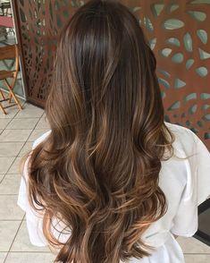 Dark Brunette Hair, Brown Blonde Hair, Hair Dye Balayage, Pelo Color Vino, Long Hair Cuts, Long Hair Styles, Perfect Wavy Hair, Hair Color Shades, Colored Curly Hair