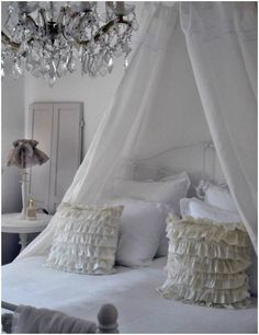 Shabby Chic Decor Bedroom Ideas With Pendant Lamps And Curtains Decorating