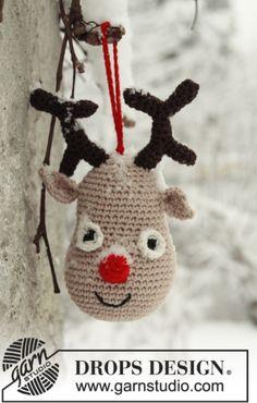 """Hæklet DROPS rensdyr til jul i """"Safran"""" Klik her for at se og printe opskriften.  Det skal du bruge: Mål: ca 14 cm høj. Garn: 50g Safran 21 Beige Hæklenål: DRO"""