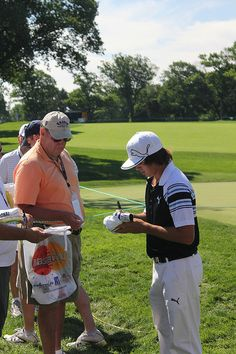 Rickie Fowler Signs for the Fans http://golfdriverreviews.mobi/traffic8417/ Rickie Fowler Rick Yutaka Fowler (born December 13, 1988) is an American professional golfer. He was the number one ranked amateur golfer in the world for 36 weeks