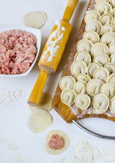 Russian Pelmeni Recipe, European Kitchens, Ravioli, Dumplings, No Bake Cake, Delish, Food And Drink, Pasta, Cheese
