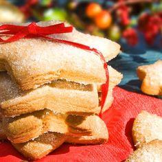 Μπισκότα Βανίλιας / Vanilla biscuits. Εύκολα μπισκοτάκια βανίλιας με μοναδικό άρωμα και αξεπέραστη γεύση! #greekfood #greekrecipes #greekfoodrecipes #greece #recipes #greek #cookiesrecipes #vanilla #vanillacookies #starcookies #συνταγές #γλυκά #ελλάδα Snack Recipes, Snacks, Biscuit Cookies, Biscuits, Chips, Food, Snack Mix Recipes, Crack Crackers, Appetizer Recipes