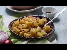 A krumplisaláta az egyik legnépszerűbb köret a sültek vagy egy hidegtál mellé. Ahány ház, annyiféle képpen készítik - mi most egy lilahagymás-ecetes változatot mutatunk meg nektek, aminek egy extrája van, az Fruit Salad, Macaroni And Cheese, Ethnic Recipes, Food, Fruit Salads, Mac And Cheese, Essen, Meals, Yemek
