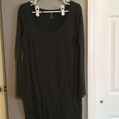 H&M tee dress. Hunter green. Size large H&M tee dress. Hunter green. Size large. Washed but never worn. Hits at knee but I'm 5'2 so everything is long! H&M Dresses Midi