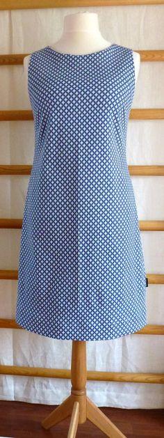 Ich habe mal wieder meinen Lieblingsschnitt zum Kleidchen verarbeitet: Damit es euch nicht langweilig wird, habe ich diesmal Schritt fü...