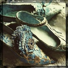 """Shoes for the Ice Queen"" Les Carnets de Miss Clara, french paper mache artist Fairy Shoes, Paper Shoes, Shoe Art, Ice Queen, French Artists, Marie Antoinette, Vintage Shoes, Shades Of Blue, Textile Art"