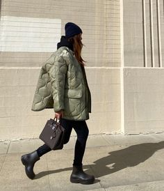 Winter Wear, Autumn Winter Fashion, Quilted Jacket Outfit, Stylish Outfits, Fall Outfits, Mode Streetwear, Everyday Fashion, Street Style, How To Wear