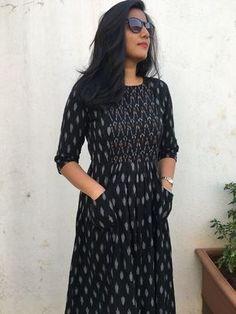 Churidar Neck Designs for Cotton Materials Model Catalogue Salwar Neck Designs, Kurta Neck Design, Dress Neck Designs, Kurta Designs Women, Designs For Dresses, Banarasi Lehenga, Robe Anarkali, Anarkali Suits, Frock Fashion