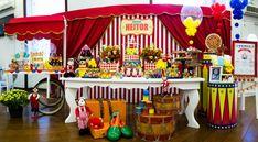 Festa infantil com tema Circo decorada por Silvia Roveri. Veja mais fotos em www.kikidsparty.com.br